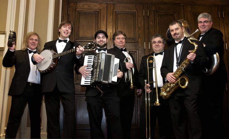 Tuxedo Dixie Band ambulant promo 2011